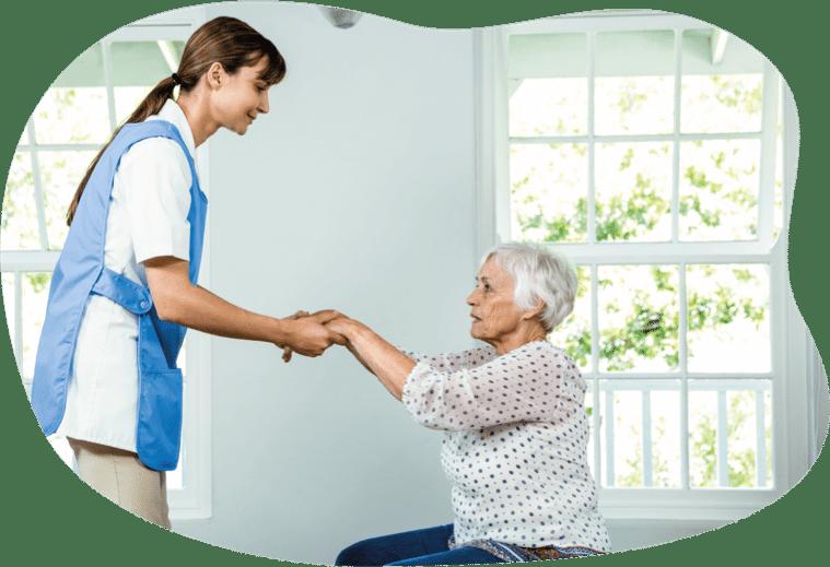 Hilfe von der Pflegerin bei der Therapie